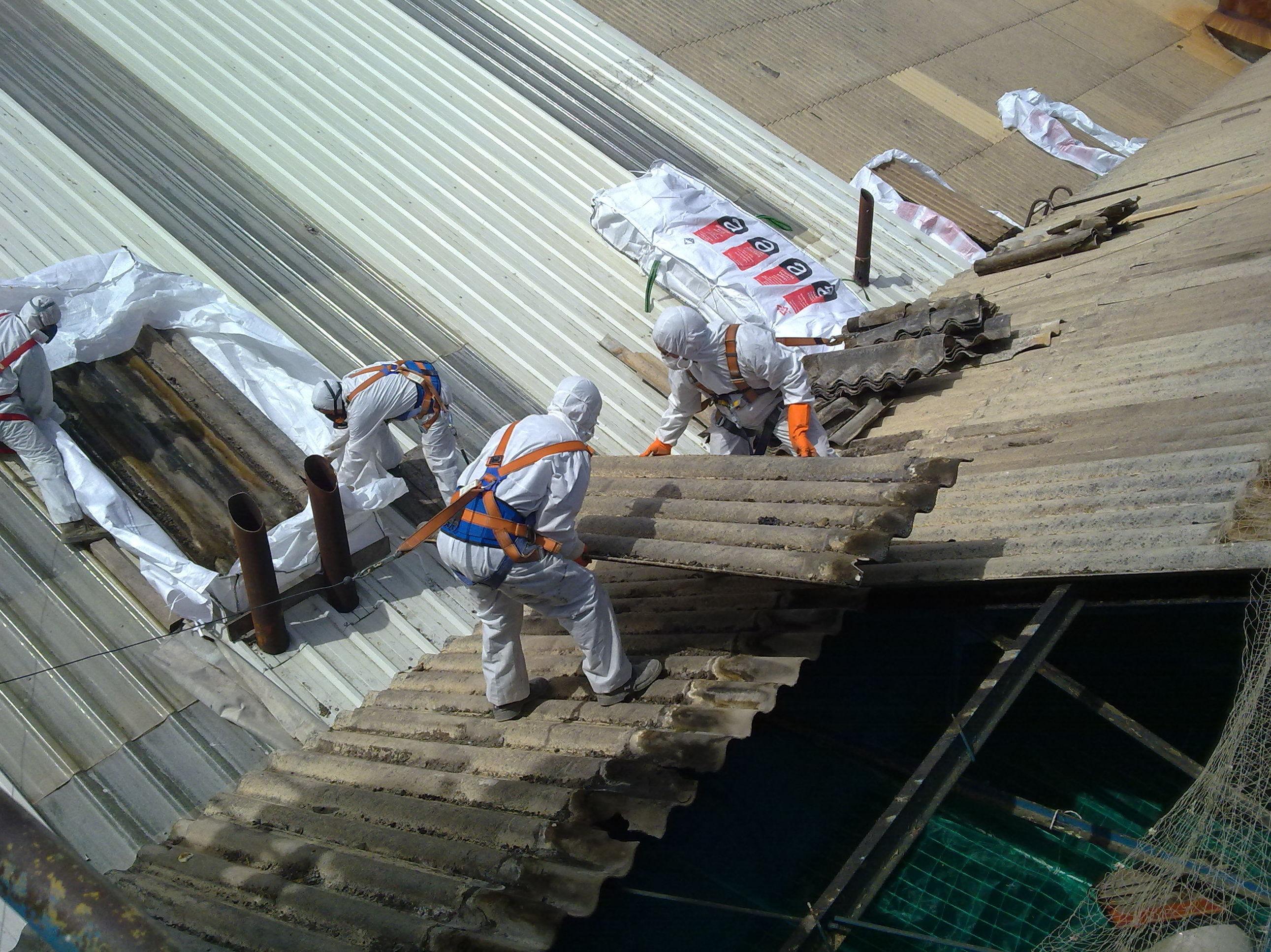 Desmantelamiento de elementos de construcci n que contienen amianto derribos sevilla - Materiales de construccion sevilla ...